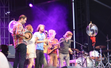 "Patrick Watson and the band sing ""Into Giants"""